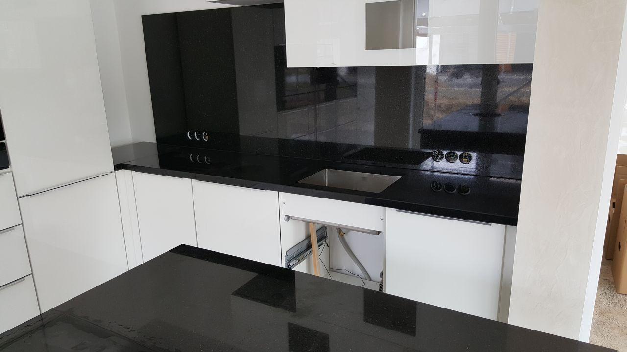 """Küchenarbeitsplatte in schwarz aus Granit - Material """"Star Galaxy"""""""