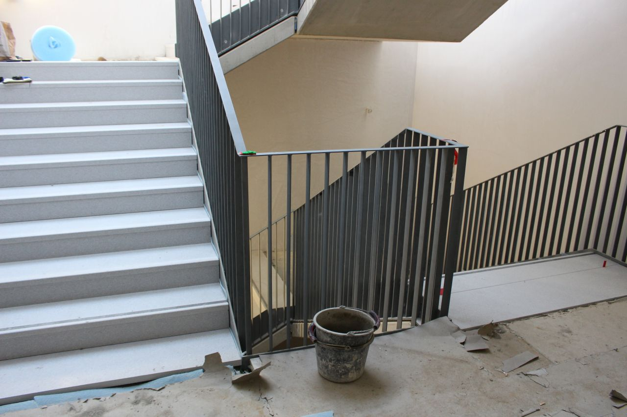 Treppenhaus / Betonwerkstein