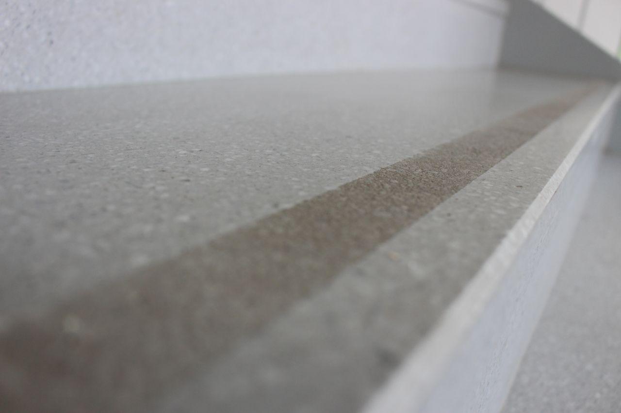 Treppenstufe (Sandgestrahlte Vorderkante)